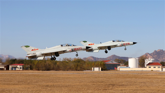 JL-9 fighter trainer jets fly in formation